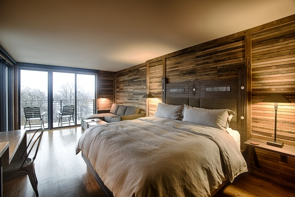 Bedroom in a rooftop lodge