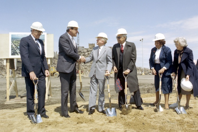Rober B. Smith, CEO of GM, and Detroit Mayor Colman Young at the groundbreaking ceremony for GM Detroit-Hamtramck Assembly